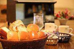 お得な軽朝食無料 パンとコーヒー付きプラン♪(素泊まり)